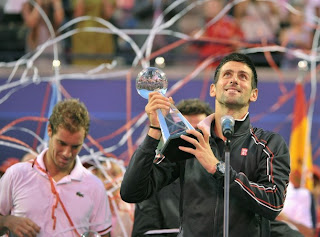 TENIS-Djokovic gana en Toronto y Kvitova en Montreal