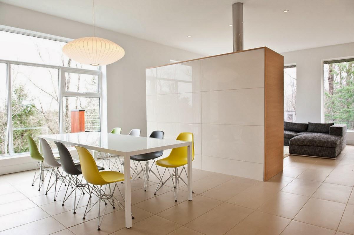 Ruang Makan Modern Dengan Dinding Kaca