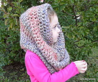 Swirls and Sprinkles: super simple crochet cowl pattern
