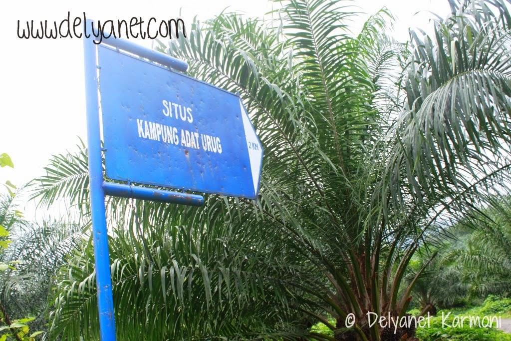 Signage kampung urug