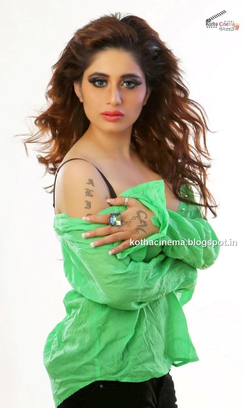 The Celebrity Braless Trendy : Hot Alisa Manathanya ...