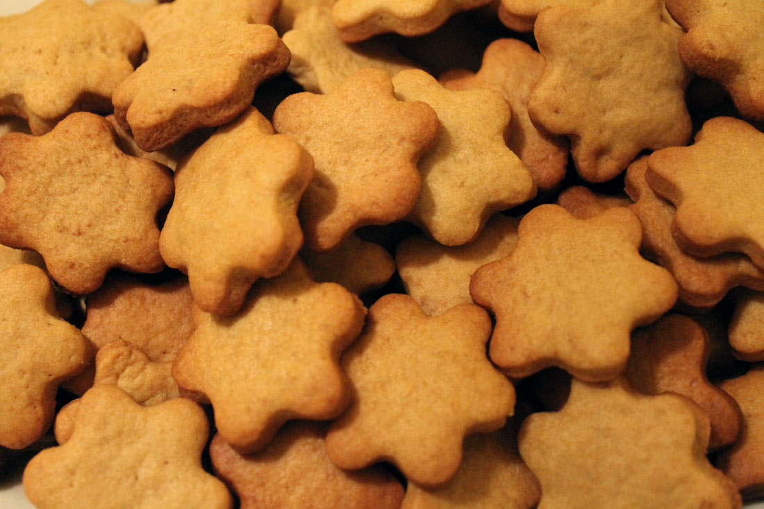 Biscotti con polvere di liquirizia