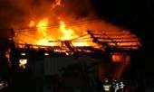 Un incendie détruit un entrepôt de carburant de contrebande