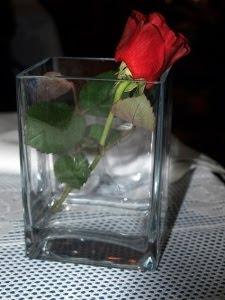 Róża w wazonie
