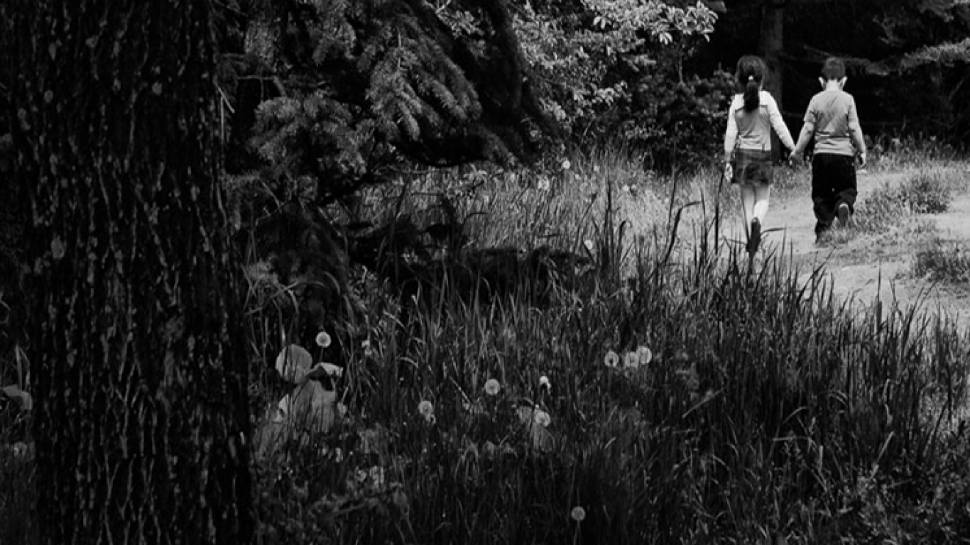 Simple Wallpaper Black And White Romantic - 909605-1366x768-21  Best Photo Reference_273810.jpg