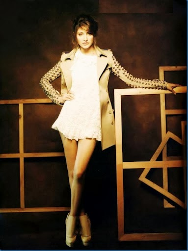 anushka-sharma-in-white-mini-dress-in-L-Officiel-magazine