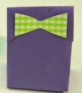 http://un-mundo-manualidades.blogspot.com.es/2013/06/originales-bolsas-para-regalo.html