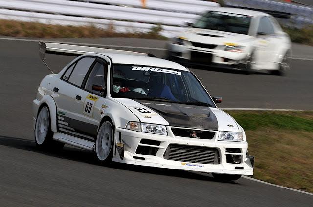 Mitsubishi Lancer Evolution, wyścigi na torach, napęd na cztery koła, 4G63T, turbo, kultowy samochód, japoński, JDM, pasja, emocje, white, biały, z przodu