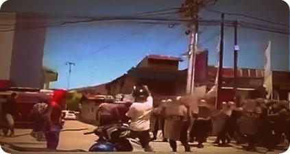 Warga Sorong Arak Jenazah Korban Penikaman ke Kantor Walikota