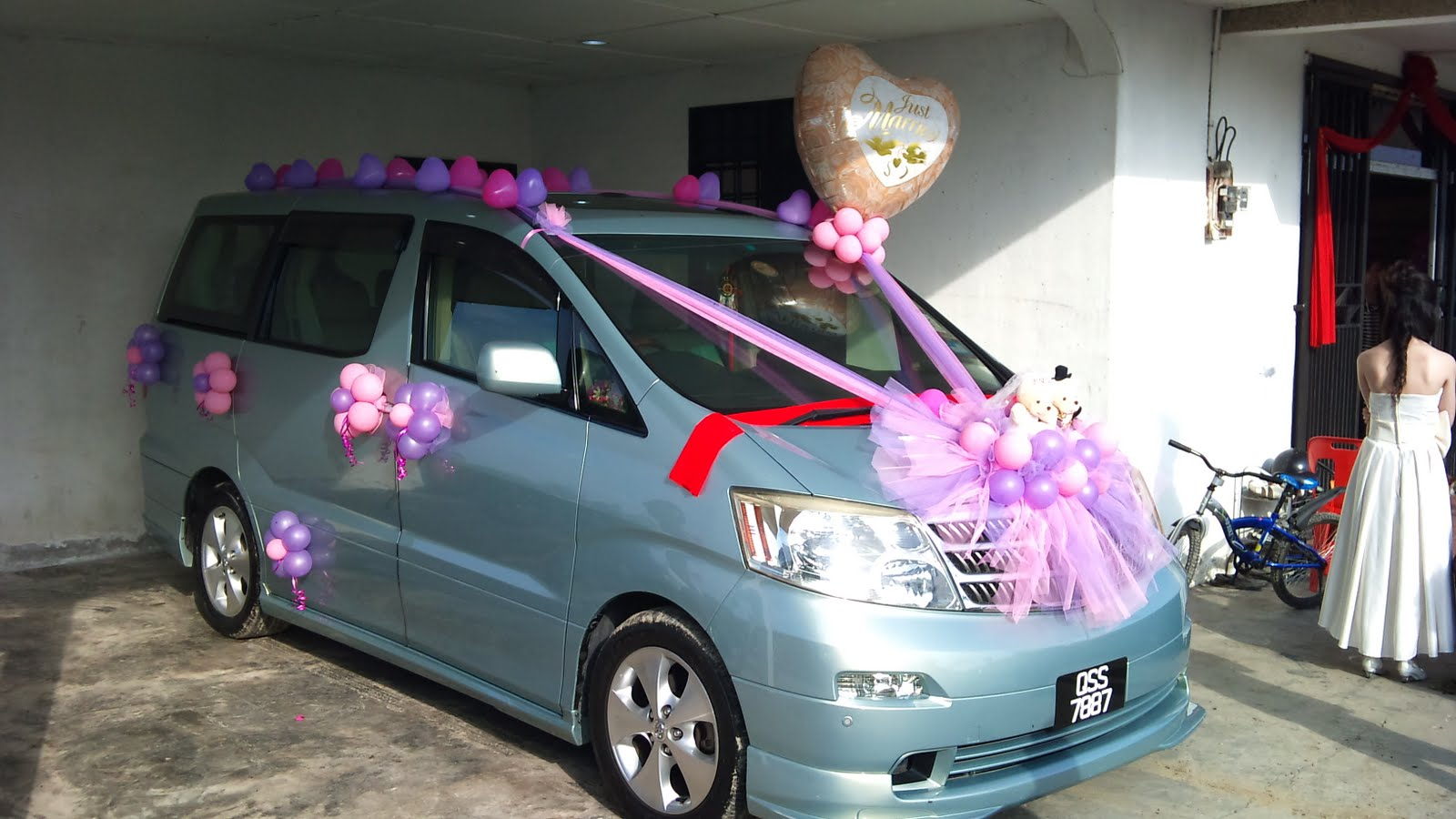 Balloon decorations for weddings birthday parties for Automobile decoration