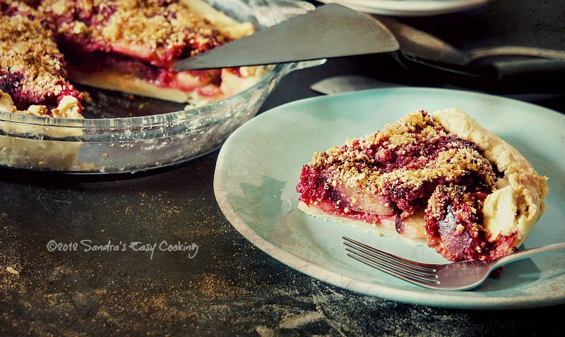 Simple and homemade Rustic Pie with Beets, Apples and Plums