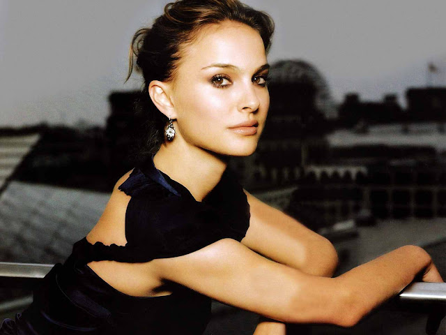 Natalie Portman sexy in dress fashion