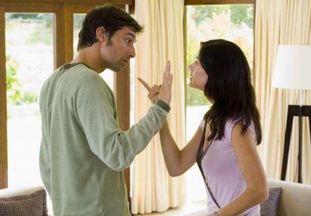 كيف أتعامل مع زوجي العنيد رجل عنيد شاب شجار امرأة مشاكل زوجية خلافات اسرية
