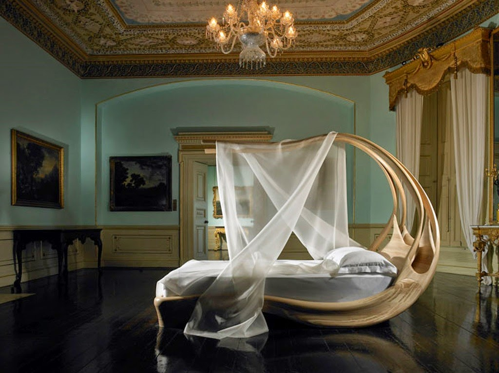 CANOPY BED For A Royal Sleep