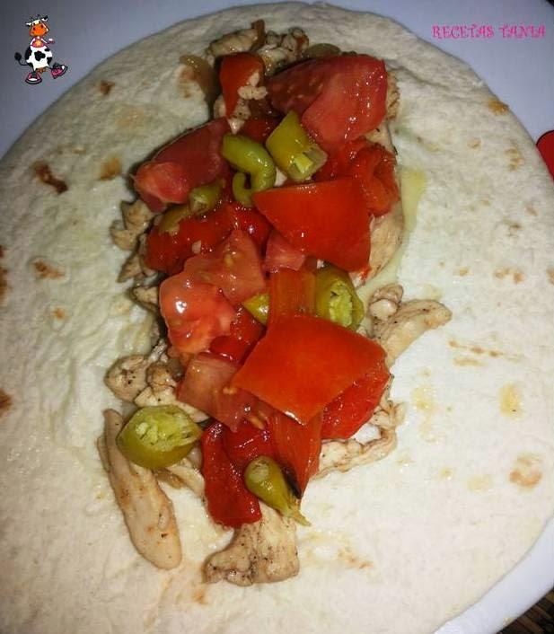 Ten en pocos minutos hecho un plato saludable y riquísimo: fajitas de pollo y pimientos asados