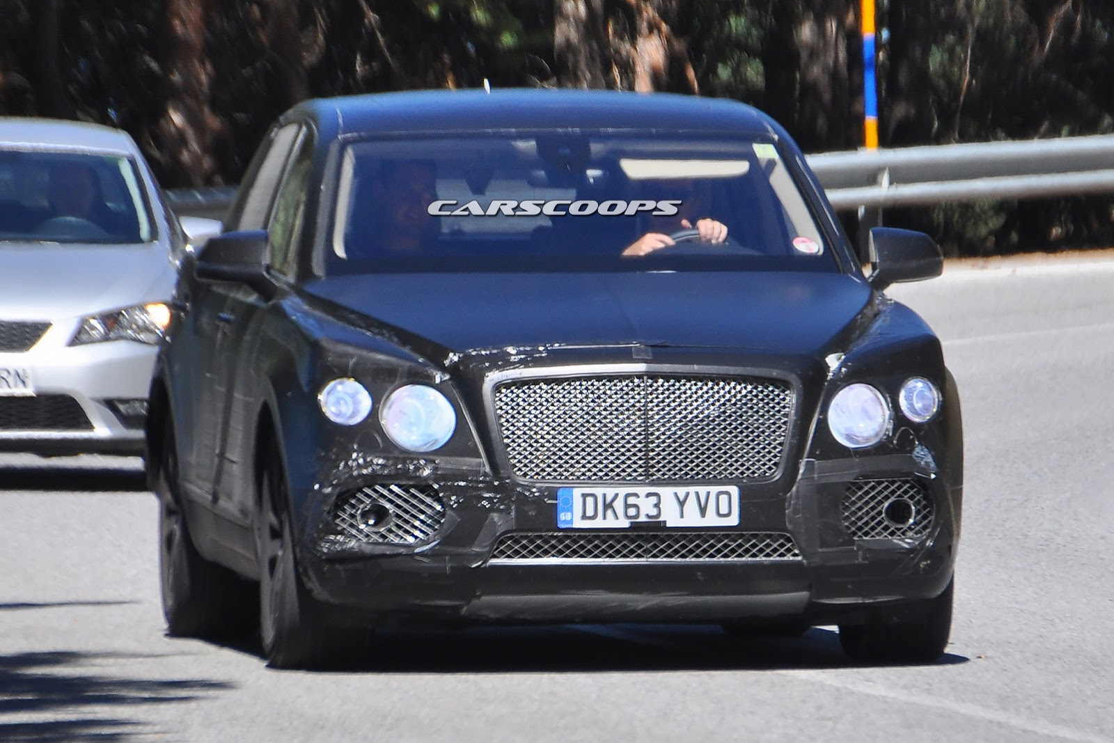 2015 - [Bentley] Bentayga - Page 3 2017-Bentley-SUV-5