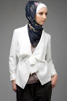 хиджаб, белый пиджак