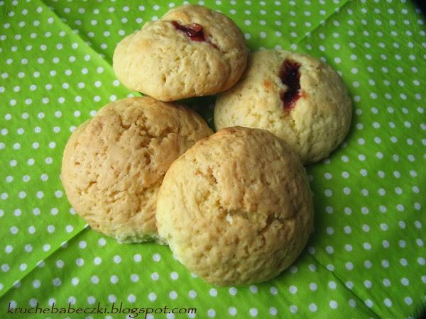 Proste ciasteczka z konfiturą truskawkową :)