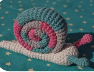 http://retsnimel.deviantart.com/art/Free-Crochet-Pattern-Little-Snail-387640413