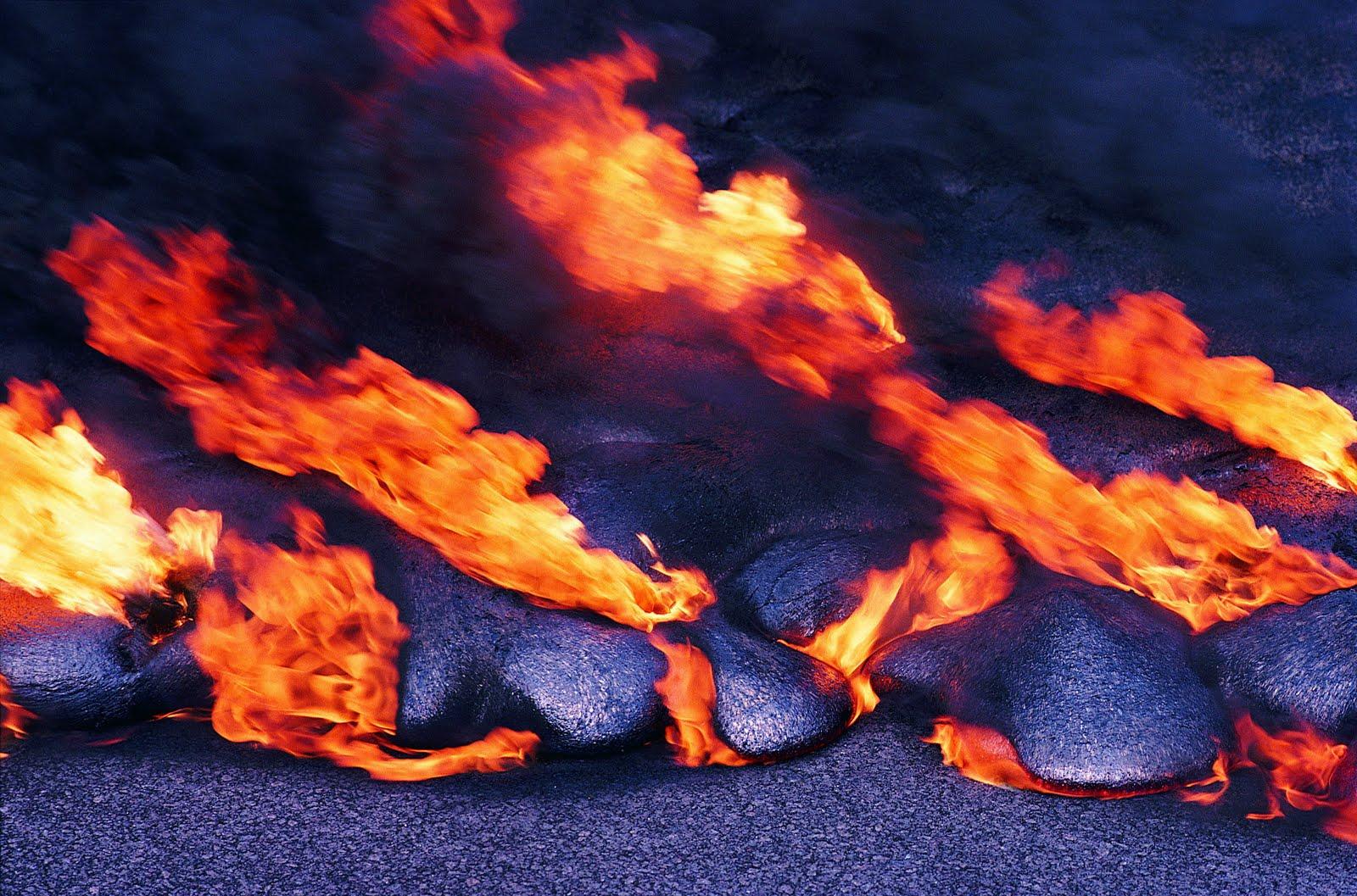 http://2.bp.blogspot.com/-icWEtF3khRU/TkD0Ww4MIkI/AAAAAAAAANs/_5W9-8xL2Js/s1600/volcano%2Bwallpaper%2B3.jpg