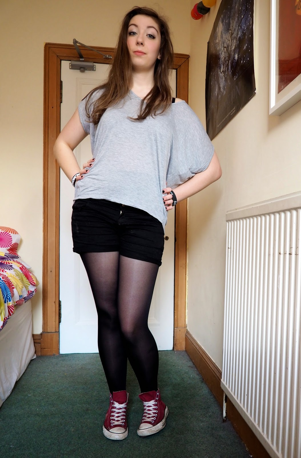 Gig Wear outfit - loose grey top, black denim shorts and tights, red high top converse