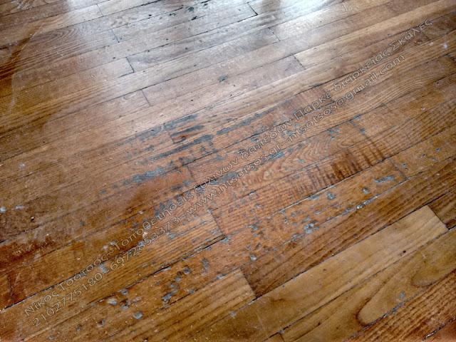 Φυσιολογική φθορά σε ξύλινο πάτωμα