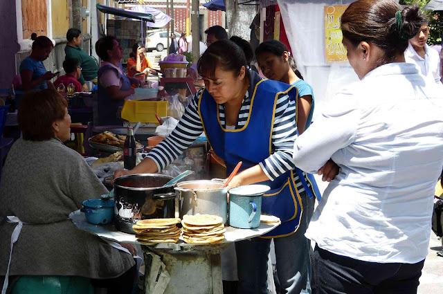 Puesto de venta de comida callejera en Puebla - México