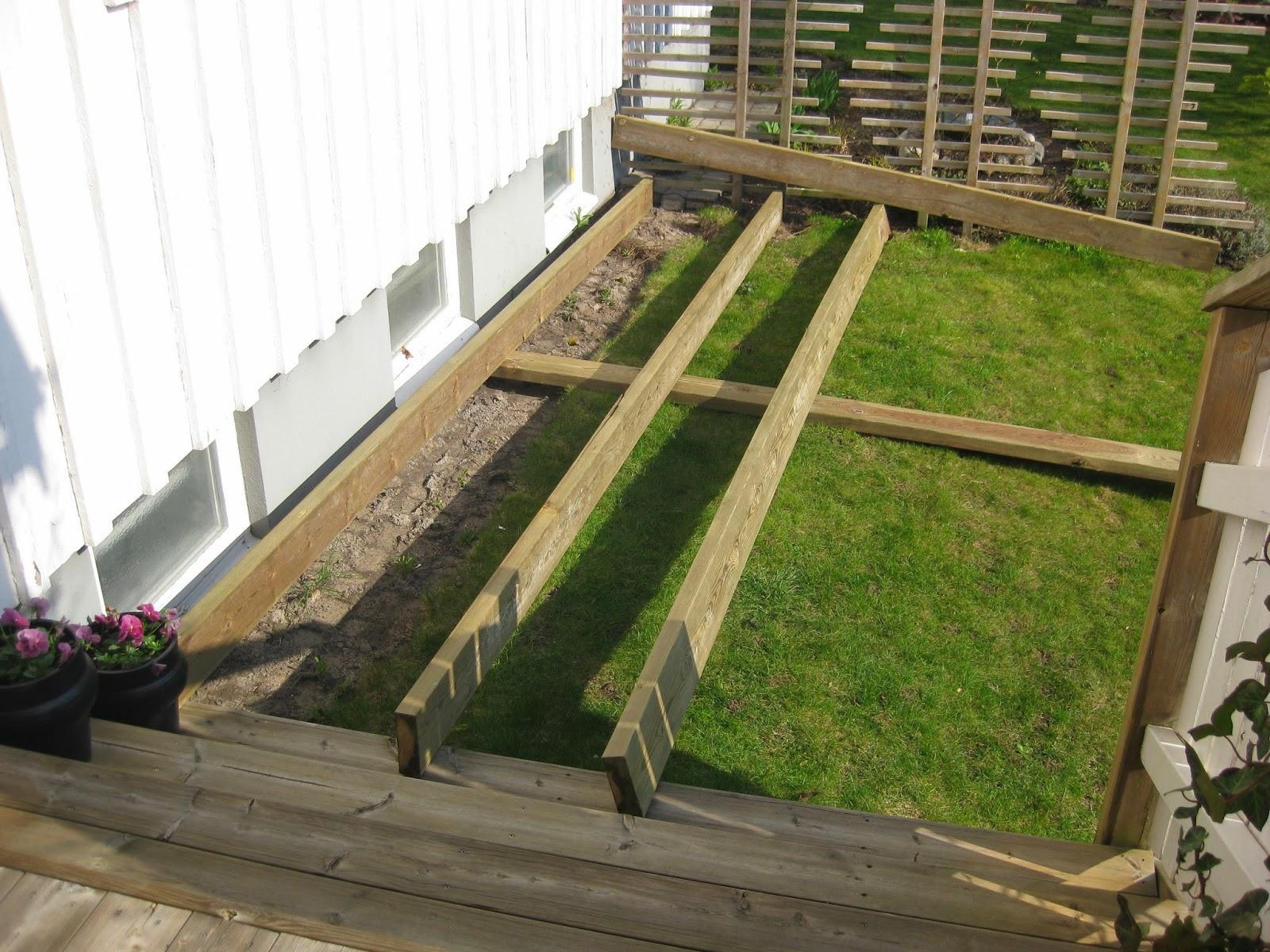 bygga trädäck på gräsmatta