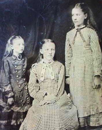 The-Ingalls-Sisters-laura-ingalls-wilder-294606_353_452.jpg