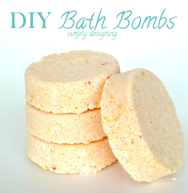 DIY Bath Bombs (aka fizzy bath bombs) - #diybeauty #diyspa #bathbombs #craft #homemade #recipe