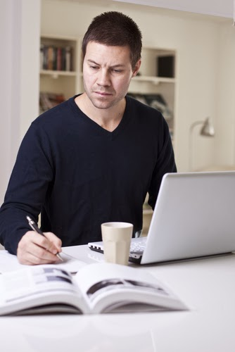 ¿Cómo ganar dinero desde la casa mediante Internet?