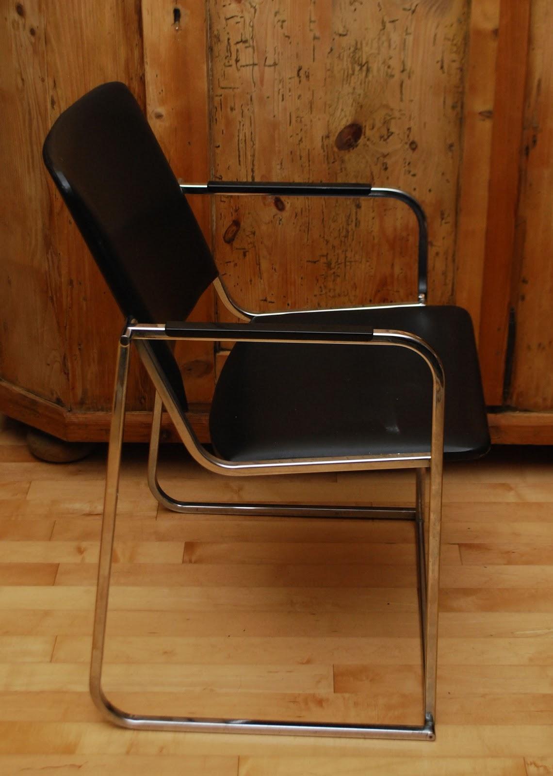 Tribute 20th Decor Mid Century Chrome Amp Vinyl Chair