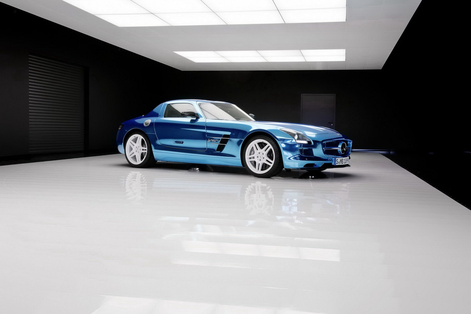 Mercedes sls amg electric drive in paris auto show for Mercedes benz sls amg electric drive price