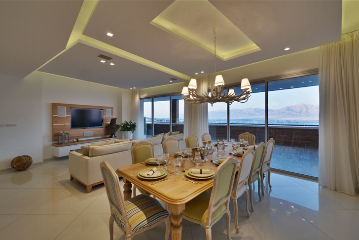 Dining room in Elegant penthouse apartment in the desert