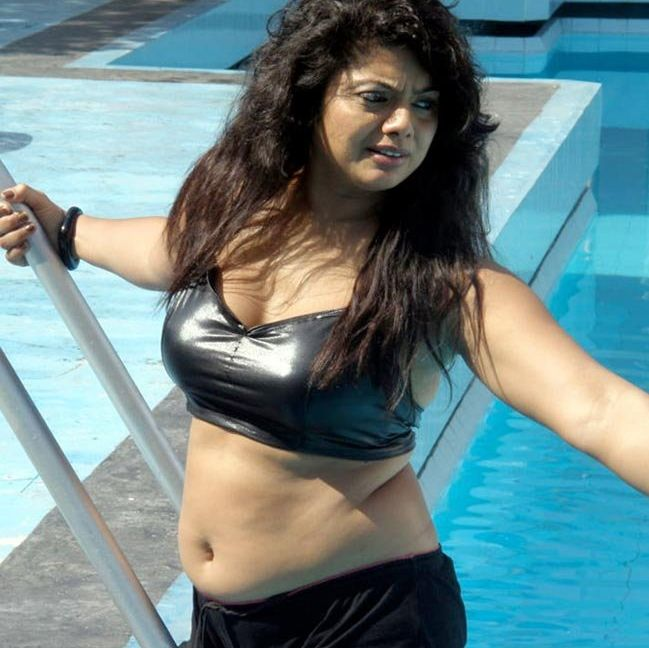 Swathi+Verma+in+swim+suit