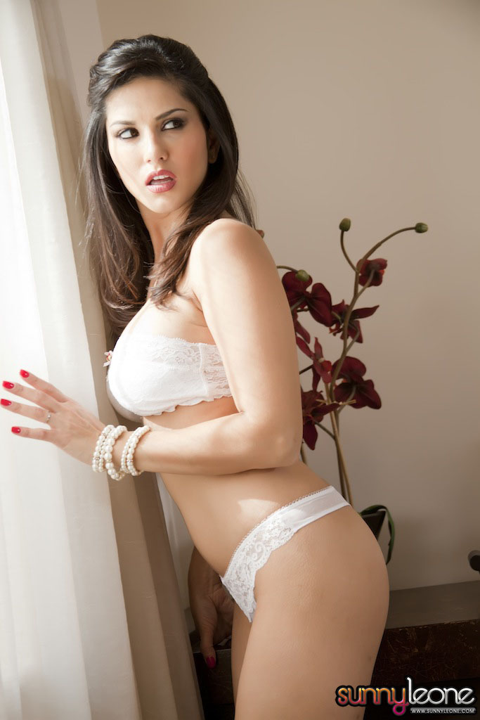 www.celebtiger.blogspot.com Sunny+Leone+ +White+BikIni+(12) Sunny Leone Indian Pornstar Posing Nude In White Lingerie HQ Photos