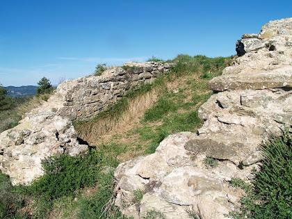 Restes de les antigues muralles del Castell de Gurb