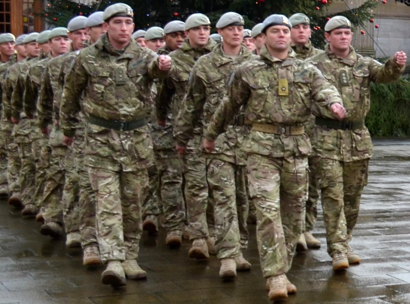 http://2.bp.blogspot.com/-idim27GgD98/TtUq4rvw7PI/AAAAAAAAr0c/MN0fDZpwUEM/s1600/Tour+Scotland+Photograph+Royal+Scots+Dragoon+Guards+Soldiers+City+Square+Dundee+Scotland+November+29th.jpg