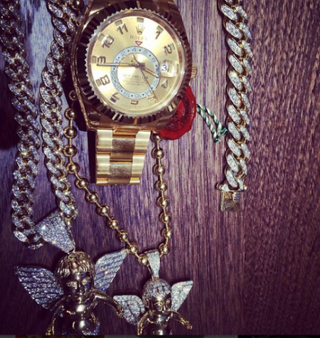 Wizkid Flaunts His Rolex Watch, It Cost Him A Whooping………