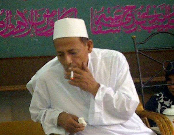 Puisi Taufik Ismail Tuhan Sembilan Senti Ulama merokok