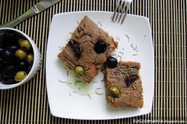 Jaglano-gryczana focaccia z oliwkami i suszonymi pomidorami