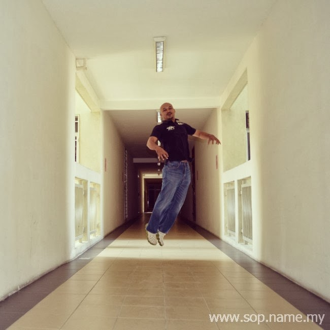 Levitation Photo - Pulang