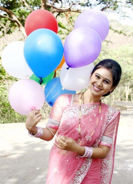 Mrunal dusanis in saree marathi stars t no comment altavistaventures Choice Image