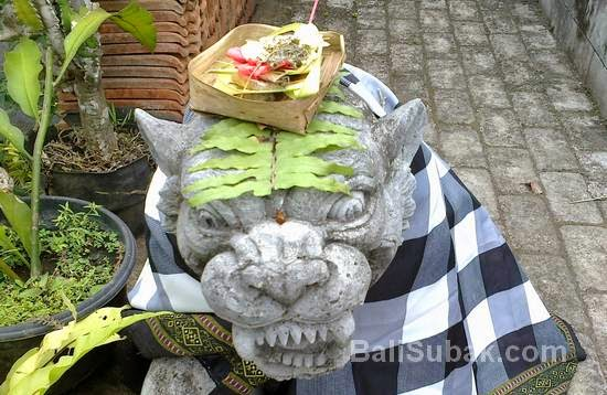 Canangsari for offerings to the gods and ancestral spirits