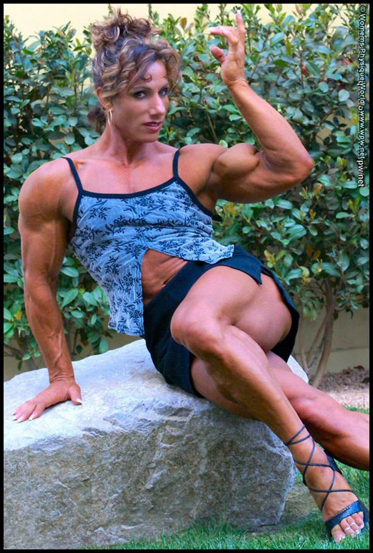Annie Rivieccio Flexing Her Ripped Bicep