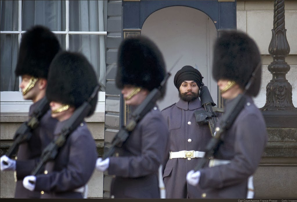 Геи два солдата в комуфляже ласкают друг друга фото 482-372