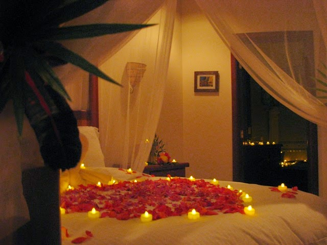 Romantic bedroom decoration ideas for wedding night for Bedroom decoration images