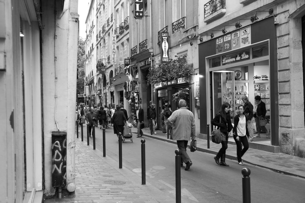 Cotidiano (Paris, rue St André des Arts, França - 2011), by Guillermo Aldaya / PhotoConversa
