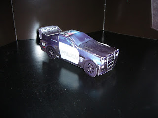 coche de policía Barricade de la película Transformers hecho en papel