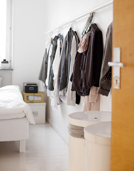 Fr o o caliente colgar la ropa de una barra - Barra colgar ropa ...